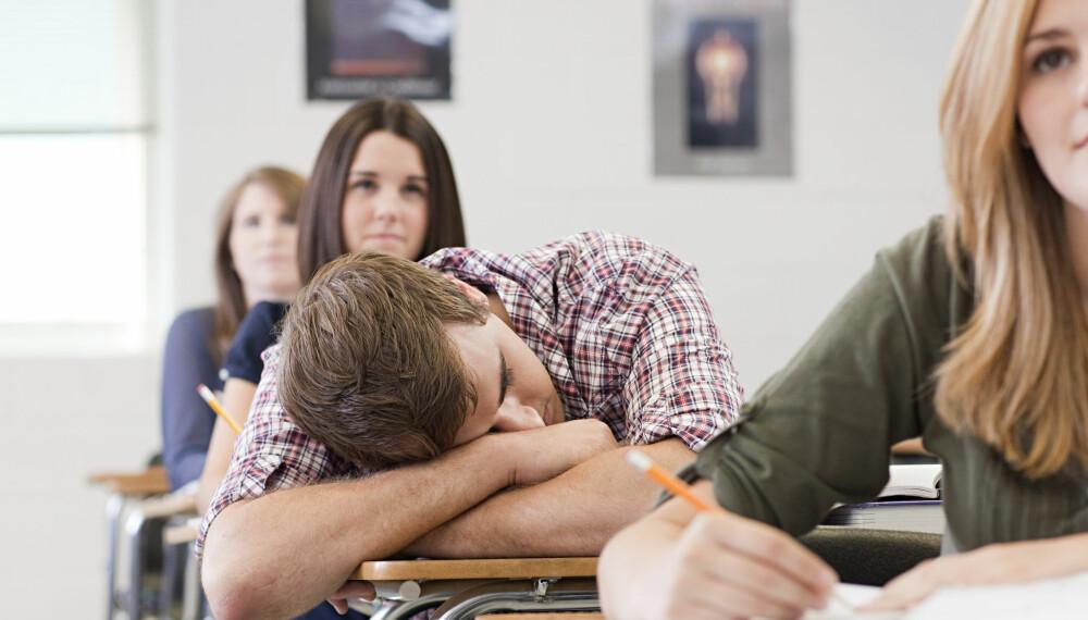 ALTFOR TRØTT: En britisk skole har tatt ungdommenes biologiske klokke på alvor og begynner skoledagen klokka halv to. Det gjør at elevene ikke er så trøtte på skolen.
