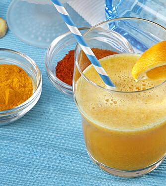 SÅR HALS? Ta deg en shot med C-vitaminer! Drikken inneholder også gurkemeie, ingefær og cayennepepper, som er med på å gi immunforsvaret et ekstra kick.