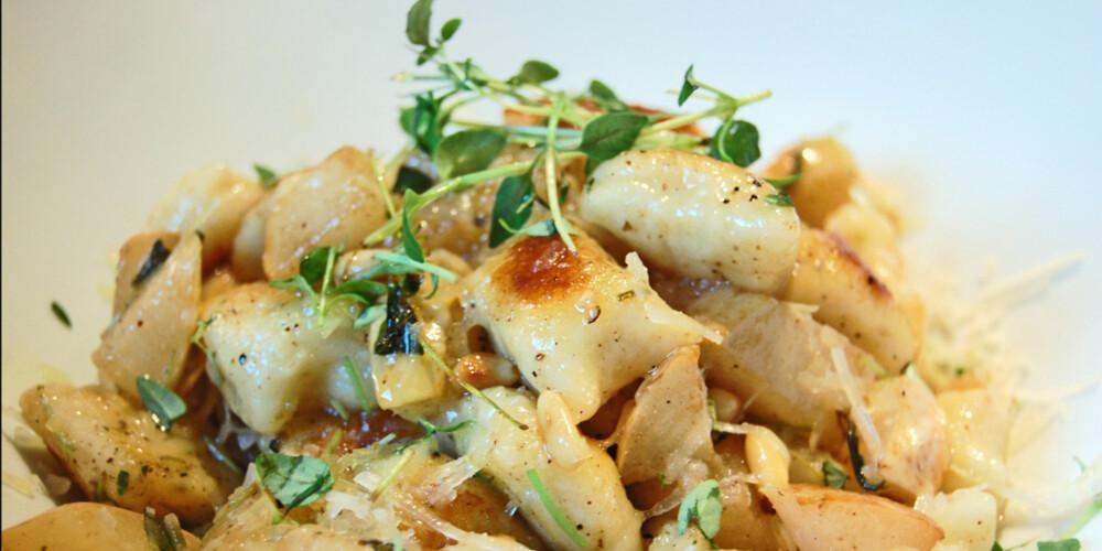 PÆRE OG PECORINO: Bruk pære og pecorino sammen med gnocchi.