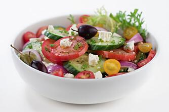 SALAT-KJENDIS: Gresk salat er en berømthet, og med rette. Den er en nytelse, spesielt på varme sommerdager.