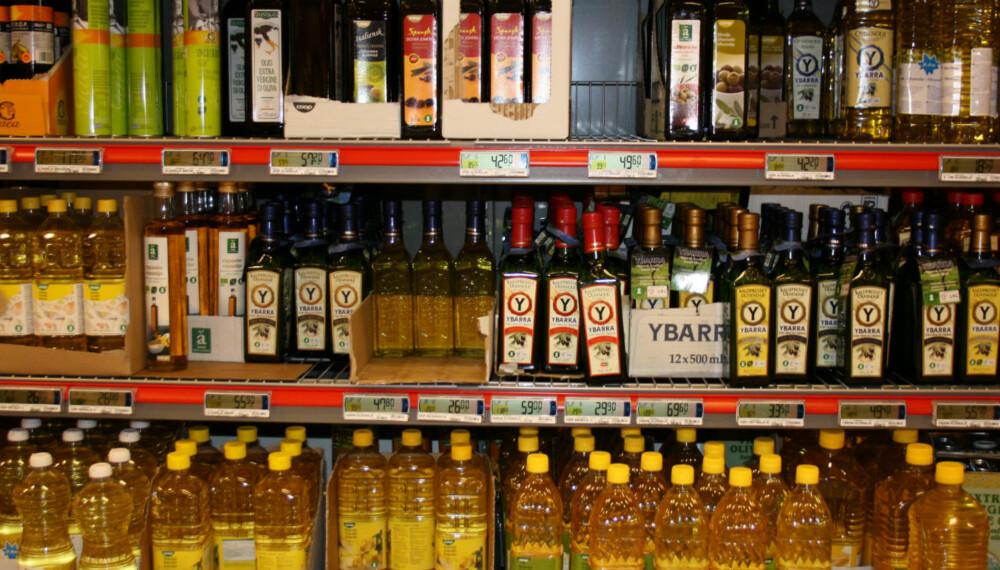 MYE Å VELGE BLANT: Selv i den lokale dagligvarebutikken er hyllene fulle av mange ulike oljer. Men det trenger ikke være så vanskelig å velge rett.