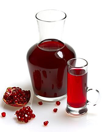 SAFT. Granateplesaft er en syrlig leskedrikk. Prøv den også i sauser som erstatning for vin.