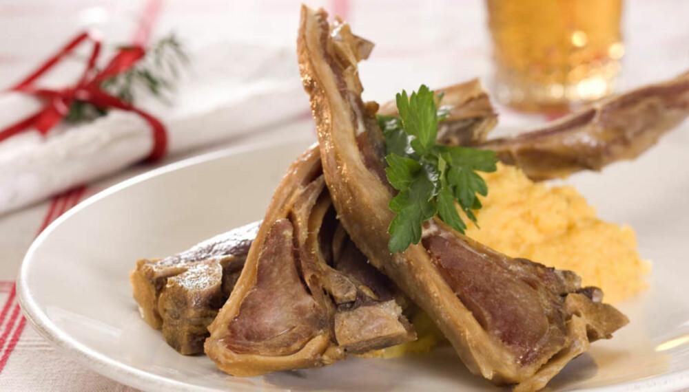 KLASSISK: Det øvrige tilbehøret til pinnekjøttet kan variere fra familie til familie, men kålrabimos er nesten alltid med.