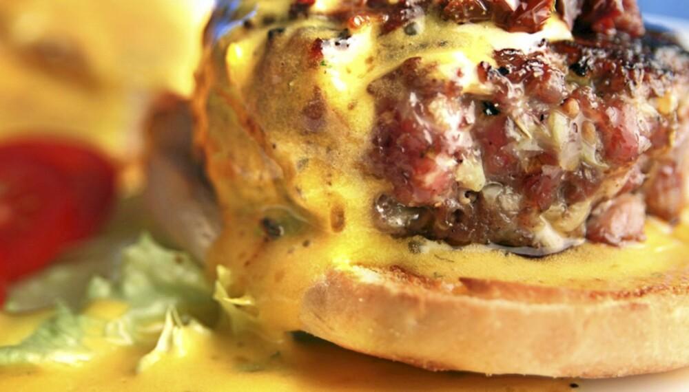 BÉARNAISE: Om det finnes en rangordning i sausenes rike er det tvil om hvem som er kongen. Og dette er en fransk hamburger...