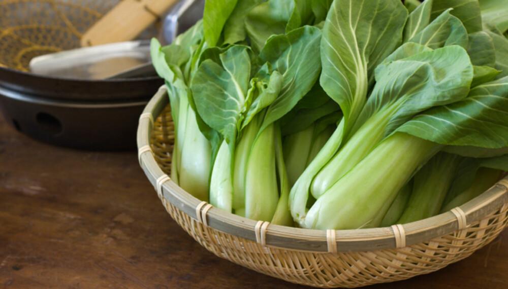 BOK CHOY: Lubben asiatisk kål som er fin å bruke å wok. Kan erstattes med kinakål.