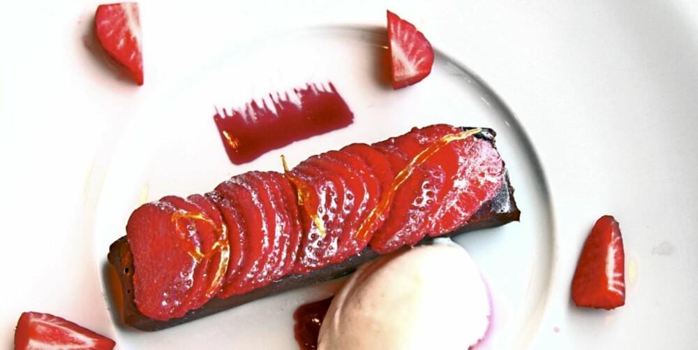 De første norske jordbærene er klare til å danderes på Ekebergrestauranten.
