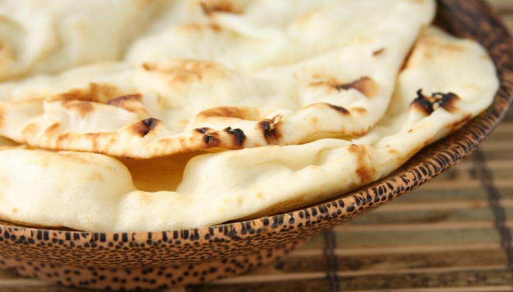 NAMME-NAN: Det indiske festbrødet blir vanligvis stekt i tandoor-ovn, men du kan også bruke stekeovn.