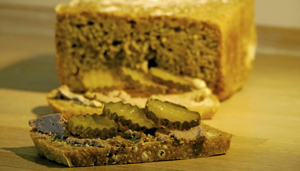 SKIKKELIG HJEMMEBAKT BRØD: Her er knepene som gjør at brødet smaker skikkelig hjemmebakt - også i brødbakemaskin.
