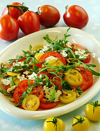 TOMATSPESIAL: Salat med blant annet valnøtter og blåmuggost.