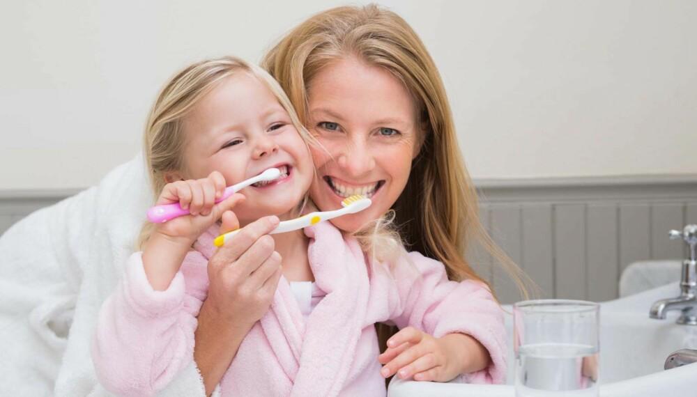 TANNLEGE GRAVID: I svangerskapet kan noen oppleve at tannkjøttet hovner opp, og eksempelvis dersom du kaster opp, kan det slite på tennene. Slik får du god tannhelse i graviditeten. FOTO: Getty Images.