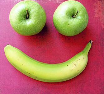 NEI: Bananer og epler er ingen god match og bør ikke ligge ved siden av hverandre.