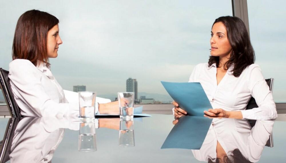 VIS INTERESSE: At du stiller spørsmål under jobbintervjuet, vil få deg til å virke reflektert og interessert i andres øyne, men spørsmålene bør være relevante og ektefølt.