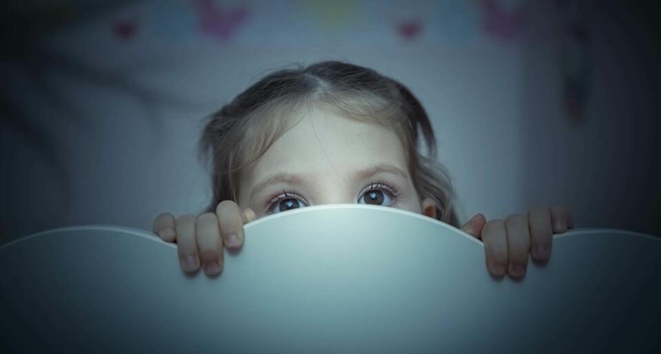 TRAUMER HOS BARN: Voksne bør være spesielt oppmerksomme på barn som strever med negative tanker om seg selv, føler skyld eller skammer seg, og som mister interessen for ting de tidligere har likt.