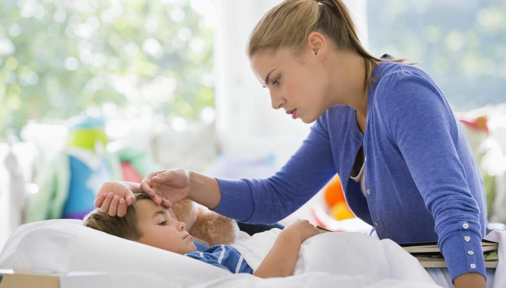 FEBER OG OPPKAST HOS BARN: Høy feber og oppkast hos barn kan tyde på flere ting.
