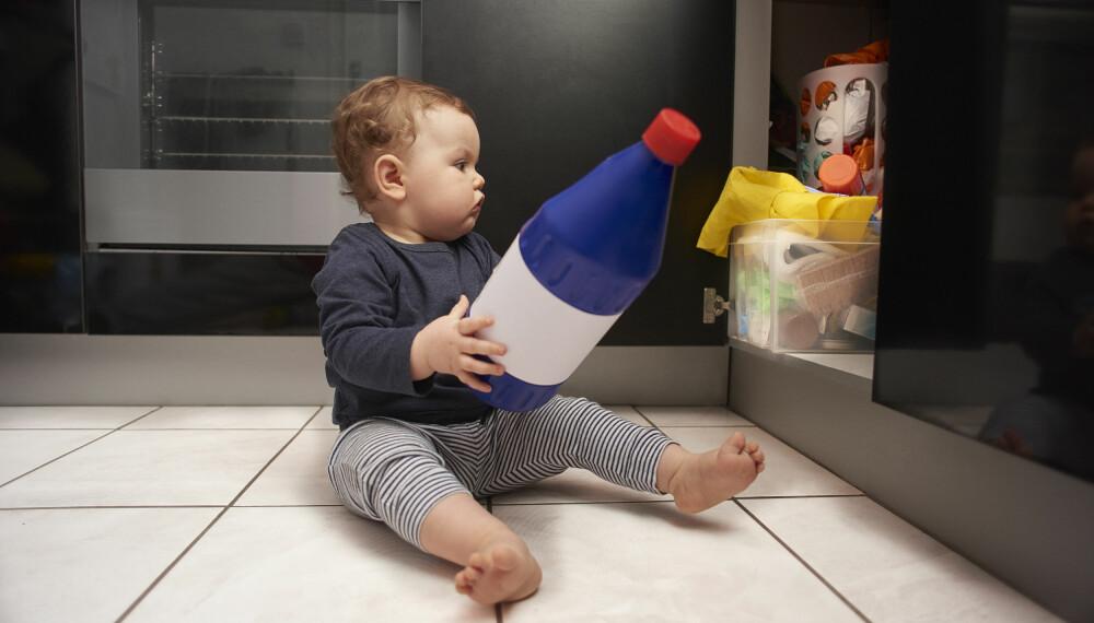 FORGIFTNING HOS BARN: Vet du hva du bør gjøre dersom barnet ditt ved et uhell får i seg giftige legemidler, maskinoppvaskmidler eller parfyme?