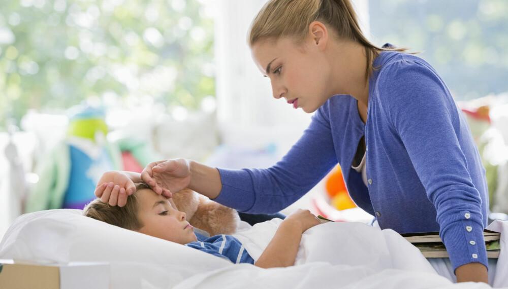 RETTIGHETER VED SYKT BARN: Er barnet ditt sykt har du et gitt antall dager hvor du kan bruke egenmelding fra NAV på. Her får du en oversikt over hvor mange dager du kan være hjemme med sykt barn.