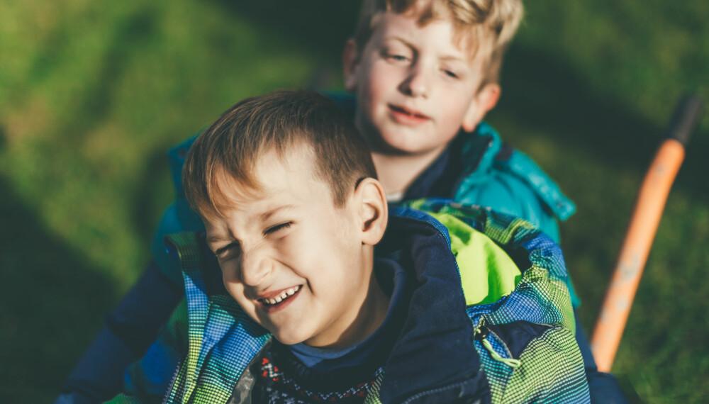 TICS HOS BARN: Har du et barn som blunker overdrevent mye, eller som skjærer ukontrollerte grimaser? Det kan være tics, men den er imidlertid mest sannsynlig forbigående. Foto: Gettyimages.