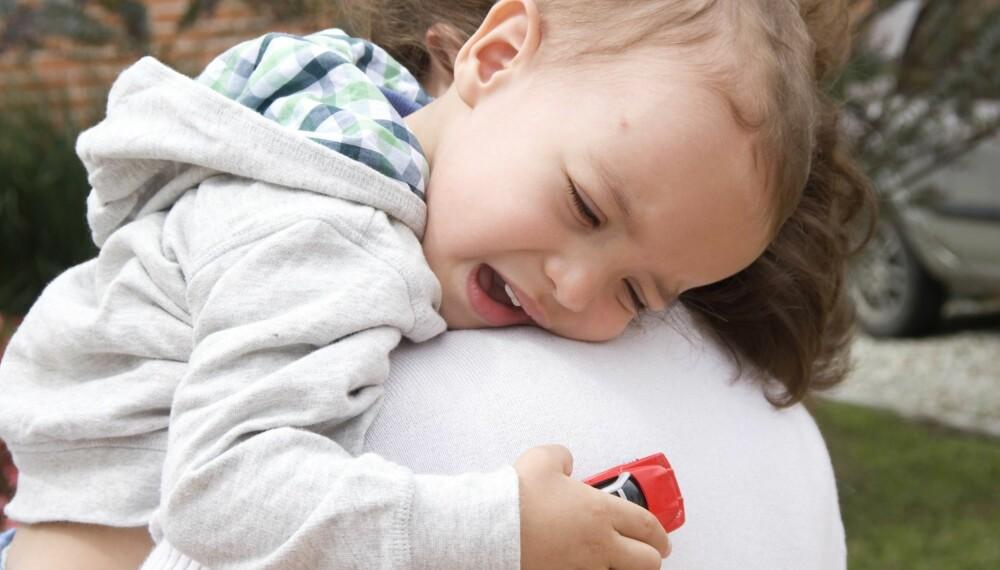 SEPARASJONSANGST HOS BARN: Mange barn synes det er ekstra skremmende å ikke være sammen med foreldrene absolutt hele tiden. Foto: Thinstock.
