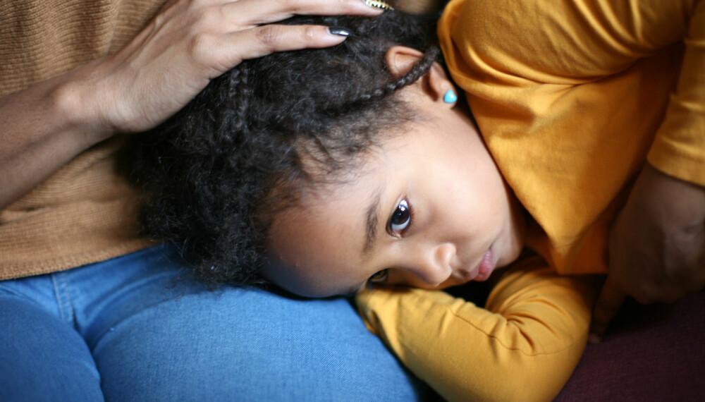 BLINDTARMBETENNELSE HOS BARN: Jo eldre barnet blir, desto tydeligere kan det vise at noe er galt med magen. Foto: Gettyimages.com.