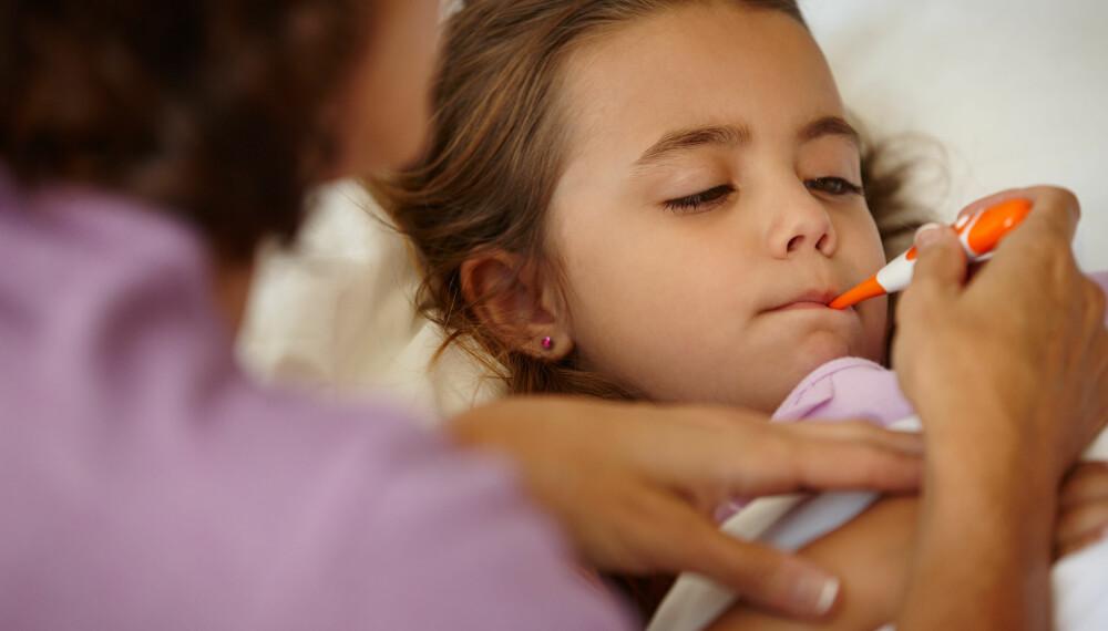 BARN MED URINVEISINFEKSJON: Et barn med urinveisinfeksjon kan ha feber, være sutrete og slapt. Foto: Gettyimages.
