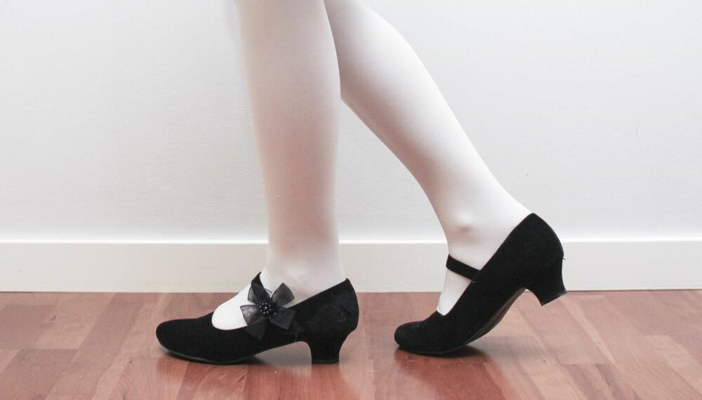 PENSKO TIL BARN: Det finnes flerfoldige varianter pensko for barn å velge mellom, men høye hæler blir stadig vanligere. Høyhælte sko for barn kan i verste fall gi dem skader i føtter, knær og rygg. Foto: Foto: Marit O. Bromark.