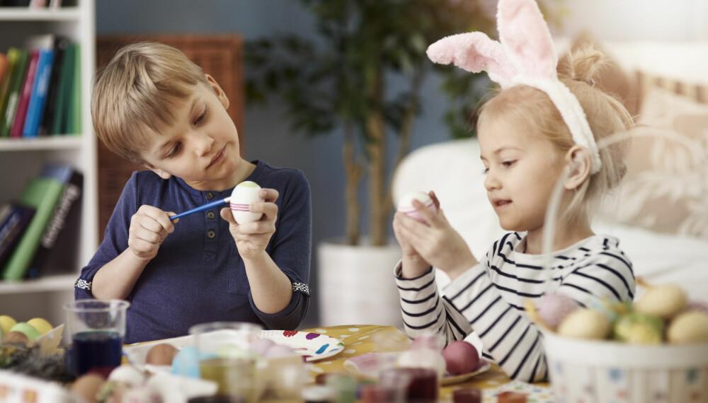 SUNT PÅSKEEGG: Trenger du tips til sunne godterier du kan putte i barnas påskeegg? Påskehyggen forblir den samme, til tross for lavere sukkerinntak. Foto: Gettyimages.com