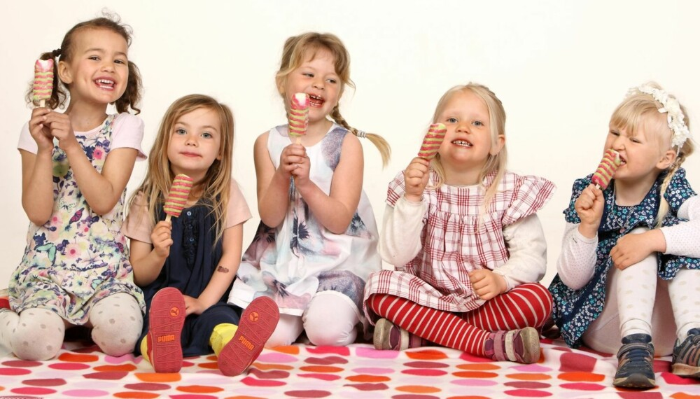 ed8208d8 ISTID: Nora, Lykke, Anne Sofie, Juni og Anna digger is, og