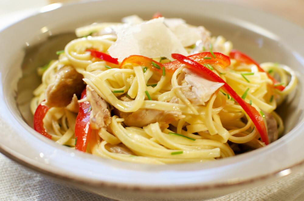 ENKELT OG GODT: Kjempegod spagetti med hvitløk og kylling.