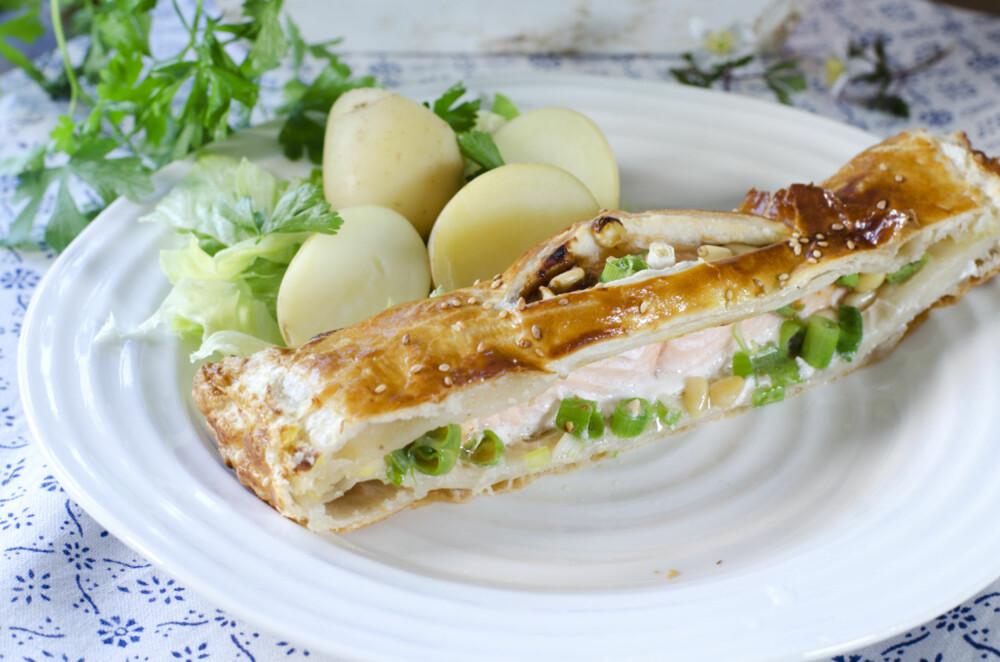 LITT JUKSING ER LOV: Bruk ferdig butterdeig til å pakke inn fisken!