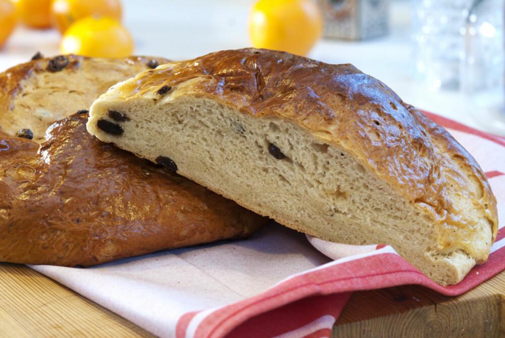 ALLER BEST MED EN SKIVE BRUNOST: Skjær en skive, ha på smør og en god skive brunost!
