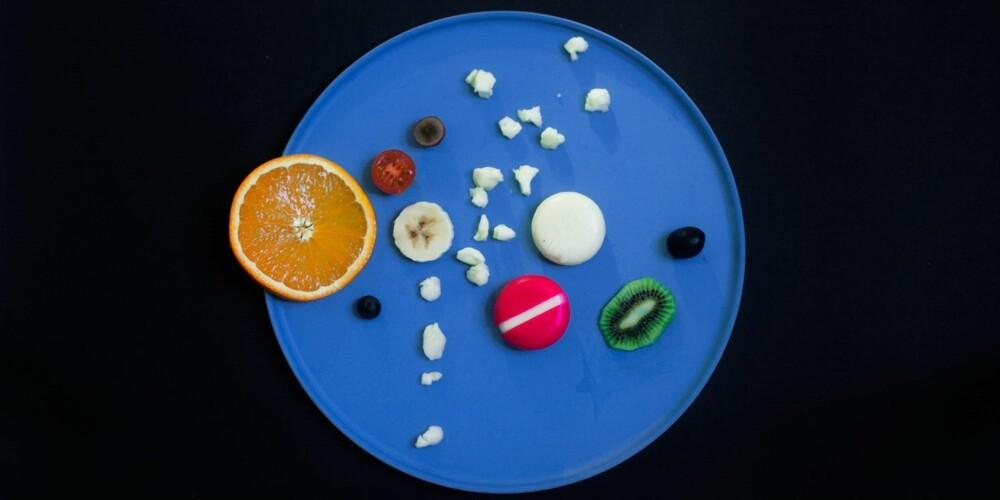 VERDENSROMMET FOR BARN: Lag en modell av solsystemet med et fruktfat! Det er lettere å lære seg navnene på planetene når man først har laget dem selv.