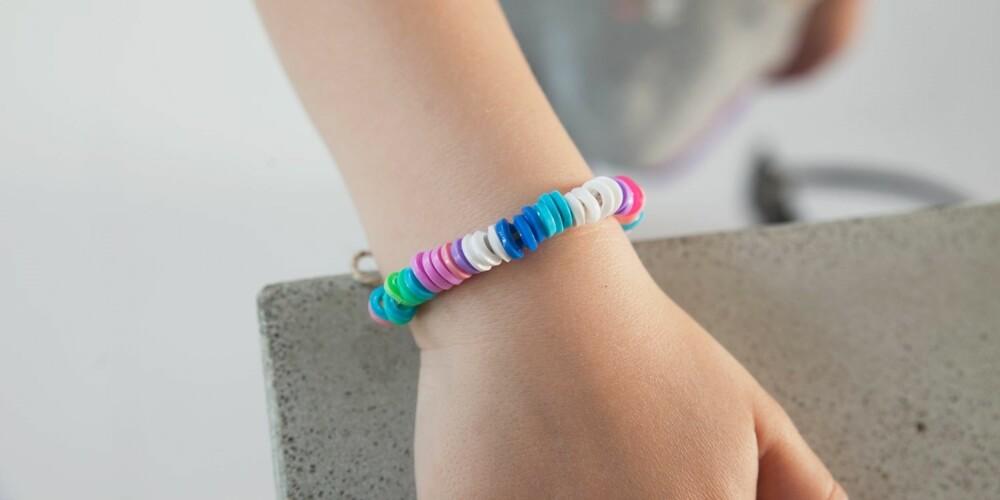 PERLER OG BARN: Har du noen perler til overs? Da kan dere lage de fineste smykkene sammen.