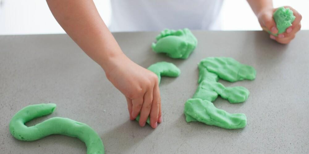 MODELLEIRE: På under 10 minutter lager du giftfri og hjemmelaget modelleire, med ingredienser du har i huset fra før.