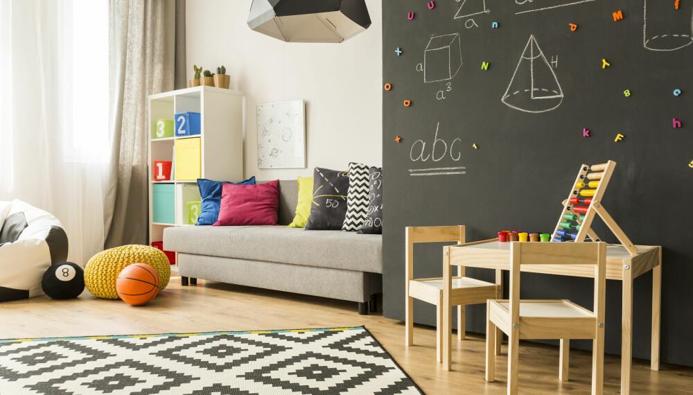 INNREDE BARNEROM: Trenger du tips til hvordan du innreder et barnerom som faktisk faller i smak hos barnet? Bruk spennende elementer, som veggdekor, flyttbare møbler, wallstickers og kontrastfarger. Foto: Gettyimages.com.