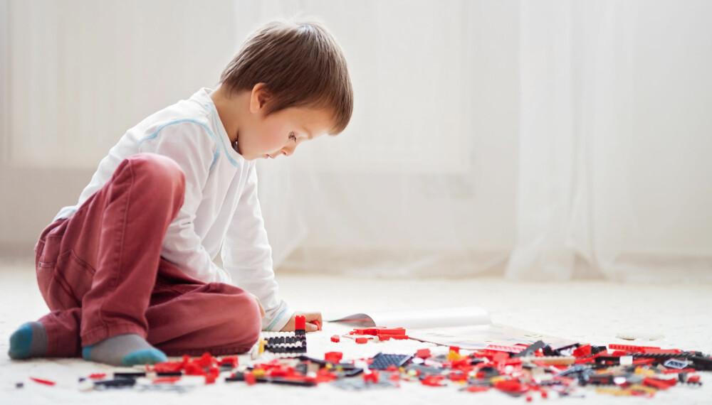 LEKER FOR BARN: Smålego forener barna på tvers av både alder og kjønn, og er en populær leke blant barn.
