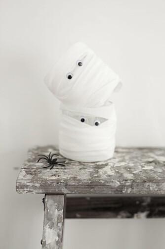 HALLOWEEN MED BARN: Lysende spøkelser til halloweenpynt er superenkelt for barna å lage.