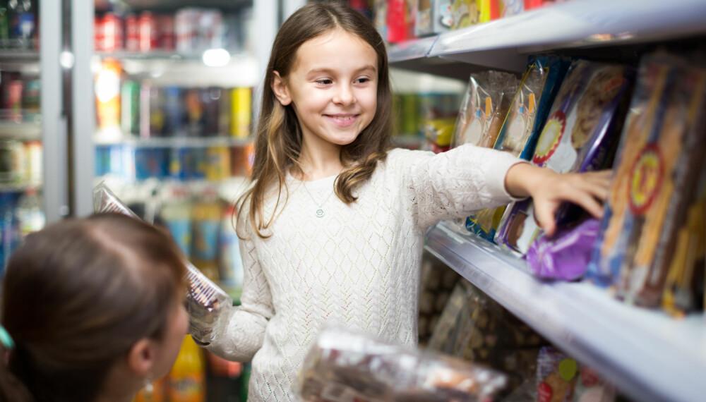 MATBUDSJETT: Hvor mye bruker din familie på mat i måneden? Ifølge Sifos referansebudsjett trenger en familie på 4 personer cirka 8600 kroner til mat og drikke. Foto: Gettyimages.com