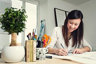 YT BEDRE PÅ JOBB: Fargeleggingsbøker er bare en av flere kreative hobbyer som har fått en oppsving de siste årene. Nå viser en ny studie at slike kreative aktiviteter også hjelper for prestasjonen på jobb.