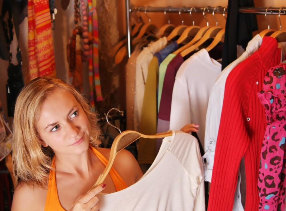BYTTEKVELDER: Kanskje venninna di har noen klær du heller vil ha? Da kan du fornøye garderoben din helt gratis.