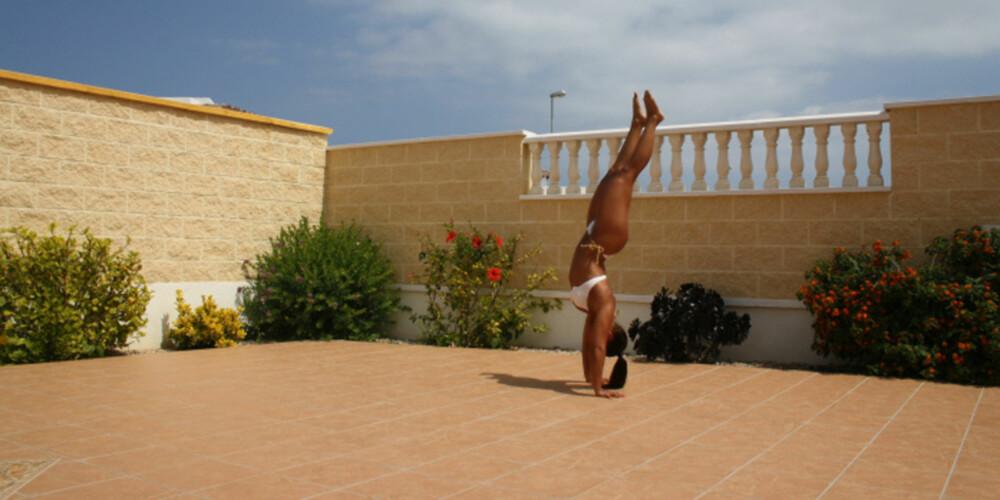 KROPPSLIG KONTROLL: Få 17-åringer klarer de samme styrkeøvelsene som Suzanne Svanevik. Foto: Privat
