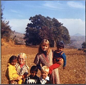BARNDOM: - Eldrid med lillesøster Solveig og lillebror Bjørne. Eldrid bodde i landet fra hun var seks måneder til hun var 12. De andre barna på bildet var som søsken for de norske barna. Bildet er tatt i 1980.