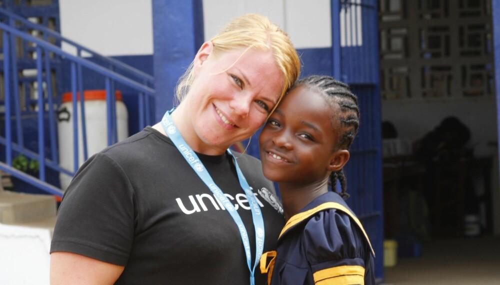 STERKE MØTER: Helene med Helvina (10), som mistet moren og 18 andre familiemedlemmer grunnet ebola.