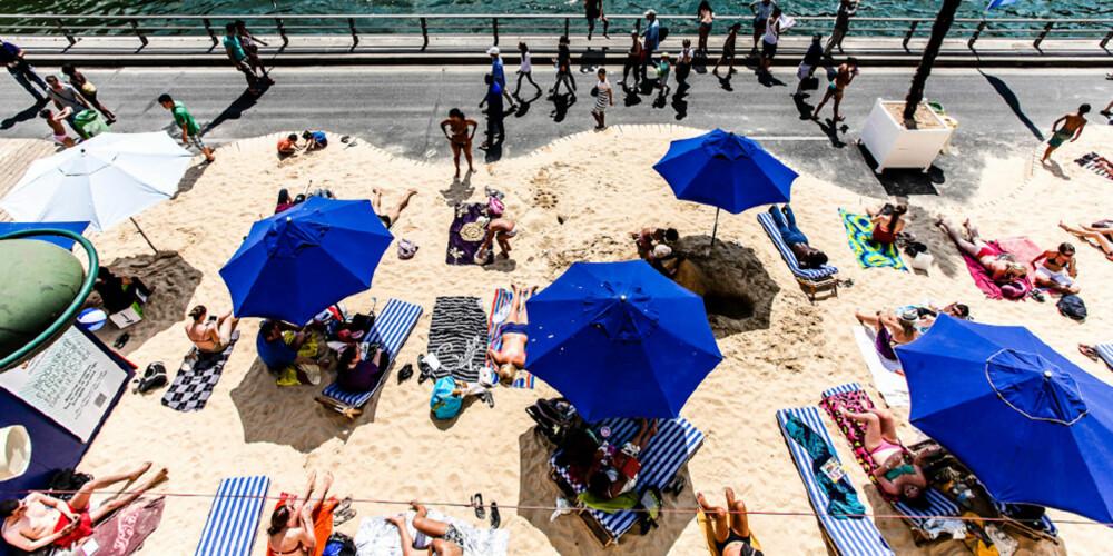 SOL OG SOMMER: Nyt sommerferien på stranden i Paris.