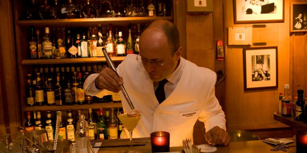 VERDENS DYRESTE COCKTAIL: Om du har råd, bør du ta en drikkepause på Bar Hemingway.