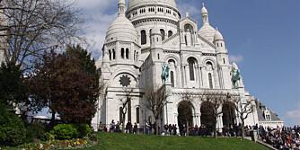 SACRÈ-COEUR: På toppen av Monmartre, med utsikt over hele Kjærlighetens By, ligger denne vakre og kjente kirken.