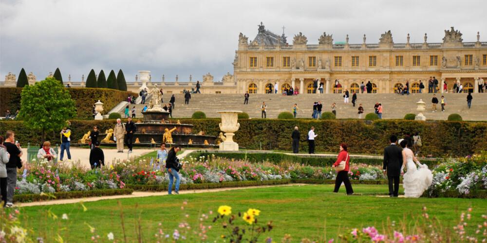 VERSAILLES: Det koster ingenting å besøke de vakre hagene som omgor det spektakulære Versailles slottet utenfor Paris.