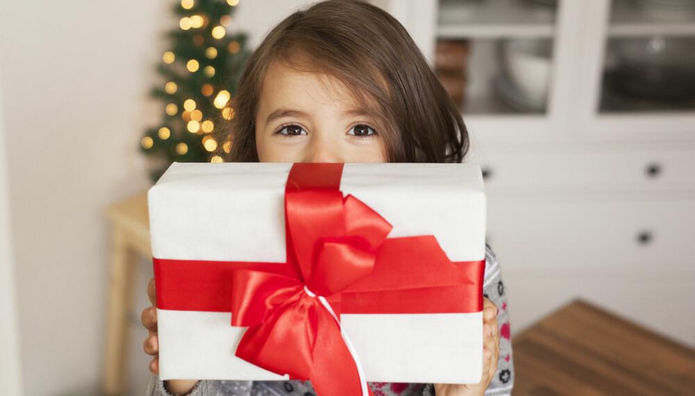 JULEGAVETIPS TIL BARN: Lurer du på hva du skal gi i julegave til barna? Her får du flerfoldige julegavetips. Foto: Gettyimages.com.
