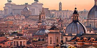 DEN EVIGE STAD: Romantikken finnes på hvert gatehjørne i uforglemmelige Roma.
