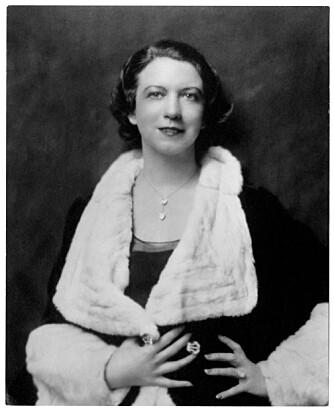 KVINNELIG FORBILDE: Grunnleggeren het egentlig Florence Graham, men kalte seg Elizabeth Arden i forretningslivet. Portrett fra cirka 1930.