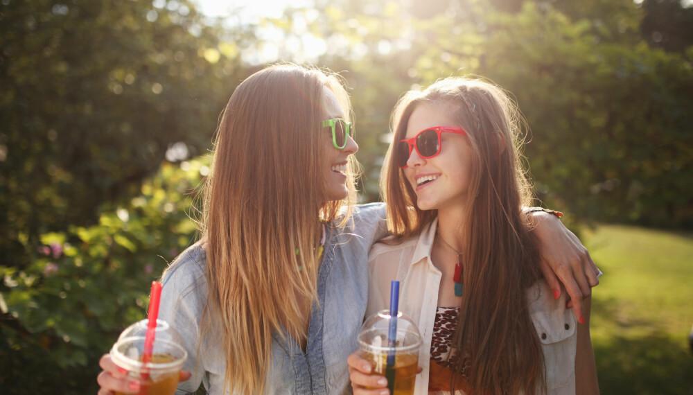 VOND FØLELSE: Når venninnen din tilsynelatende får til alt, og du ikke får til noen ting... da er det lett å kjenne på misunnelsen. Men det er faktisk mulig å snu de vonde følelsene til noe bra.